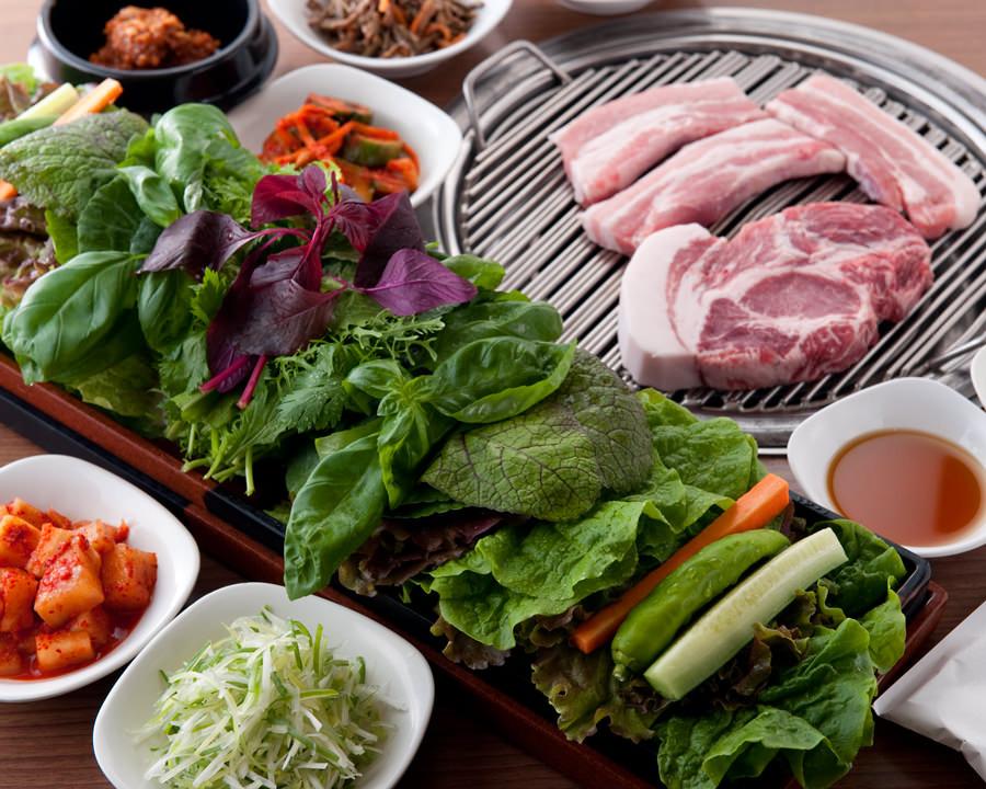 赤坂の焼肉店で韓国料理