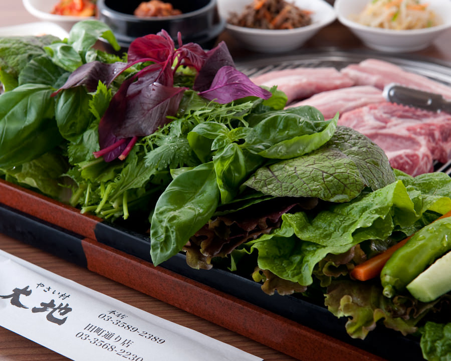 赤坂見附の韓国料理で野菜たっぷりのサムギョプサルを堪能