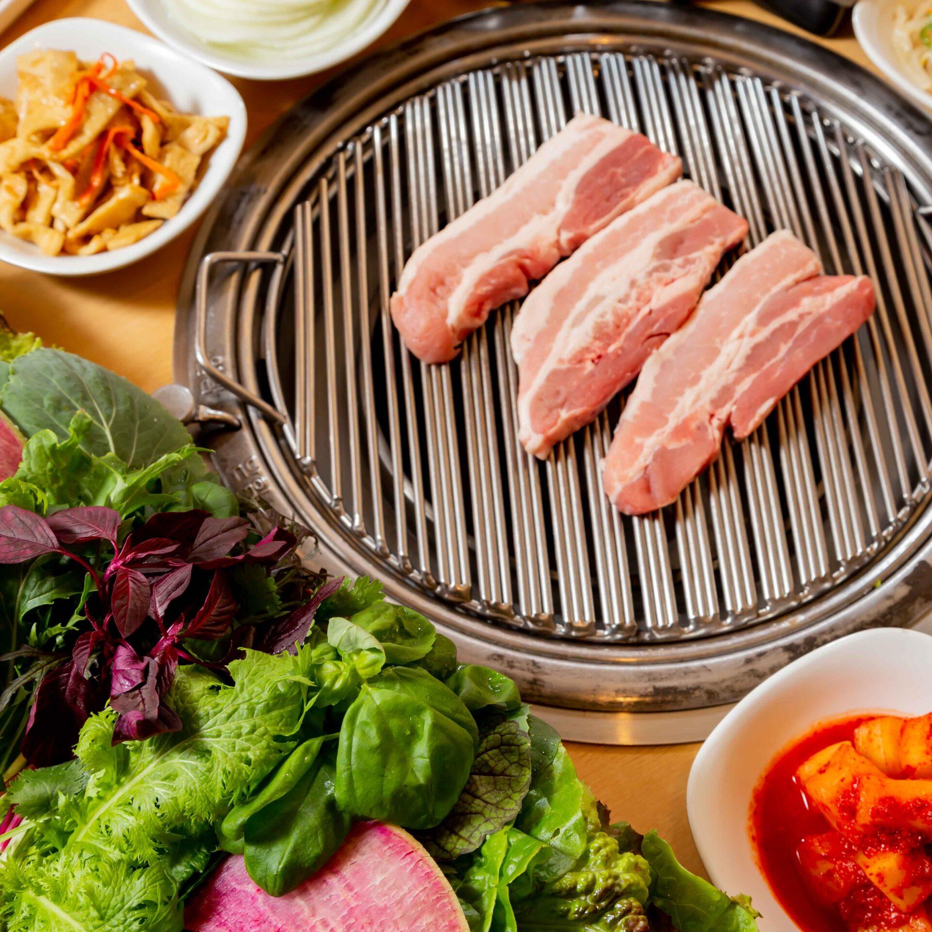 赤坂田町通りにあるサムギョプサルと新鮮野菜が楽しめる「やさい村大地 赤坂田町通り店」の「サムギョプサル」の画像