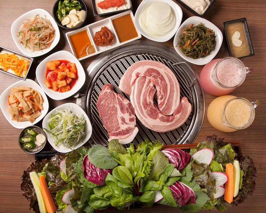 赤坂田町通りにあるサムギョプサルと新鮮野菜が楽しめる「やさい村大地 赤坂田町通り店」の「サムギョプサルセット」の画像