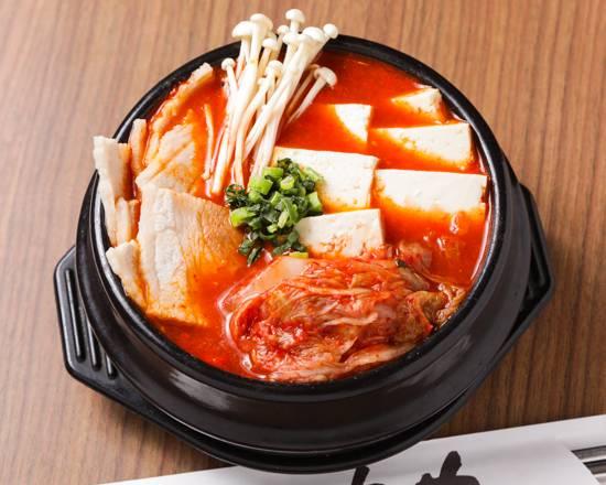 赤坂田町通りにあるサムギョプサルと新鮮野菜が楽しめる「やさい村大地 赤坂田町通り店」の「キムチチゲ」の画像