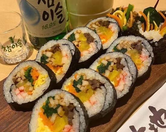 赤坂田町通りにあるサムギョプサルと新鮮野菜が楽しめる「やさい村大地 赤坂田町通り店」の「大地キンパ」の画像