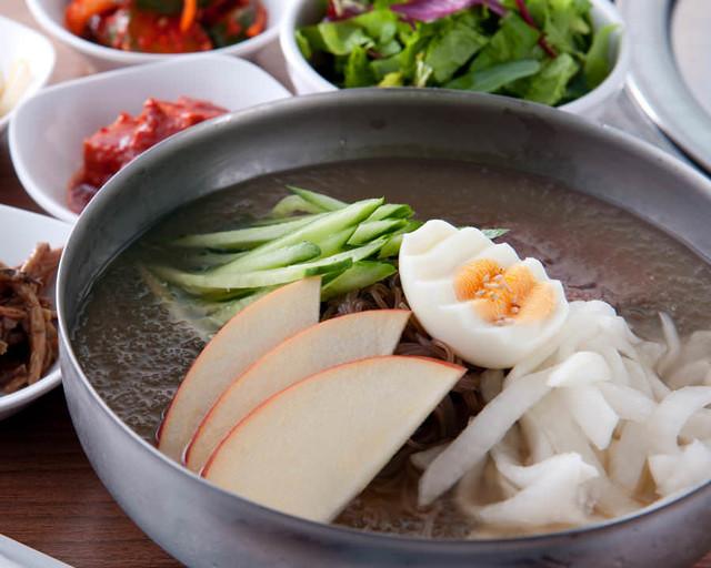 赤坂田町通りにあるサムギョプサルと新鮮野菜が楽しめる「やさい村大地 赤坂田町通り店」の「冷麺」の画像